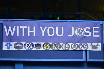 Adeptos do Chelsea não esquecem Mourinho