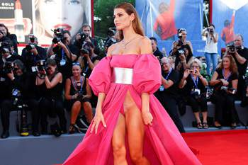 Ex-namorada de Balotelli arrasa em Veneza