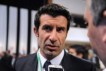 Maio: Figo desiste das eleições na FIFA