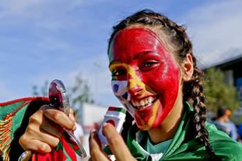 Portugueses e galeses querem ir a Paris