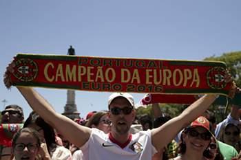 11/07: Centenas aclamaram seleção em Belém