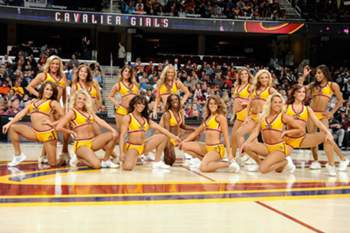 As cheerleaders dos Cleveland Cavaliers