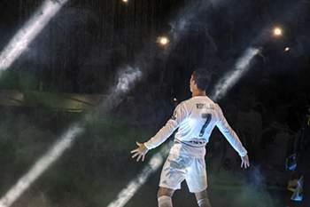 Santiago Bernabéu rendido ao CR7