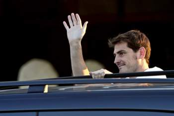 Iker Casillas chega à cidade do Porto