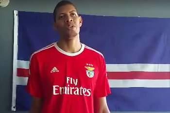 Harden não foi o primeiro a vestir 'À Benfica'