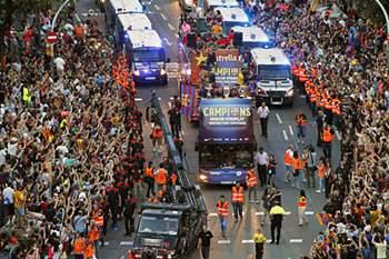 Barcelona festeja Champions com os adeptos