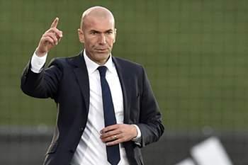 Zidane vai suceder a Rafa Benitez