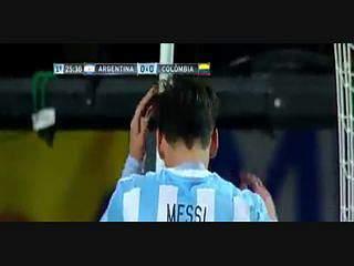 Ospina faz defesa impossível e Messi leva mãos à cabeça