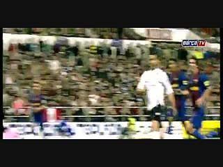 Barcelona homenageia Xavi com vídeo