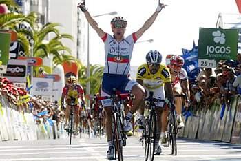 Campeão Cardoso defende título e corpo antes do Tour