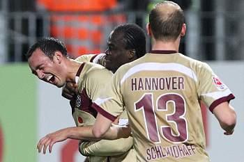 Sérgio Pinto assiste para o primeiro golo em Frankfurt e Hanover sobe a segundo