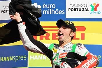 Biaggi conquista segundo título mundial de Superbikes