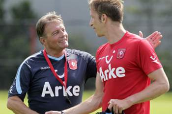 Co Adriaanse despedido do FC Twente