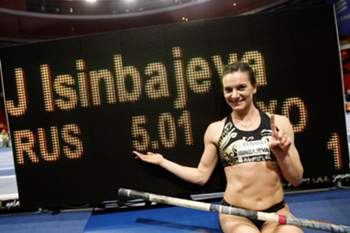 Yelena Isinbayeva voltará às pistas após ser mãe