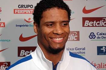 Benfica anuncia contratação de Carlos Andrade