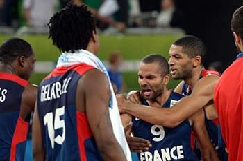 Tony Parker leva França à final