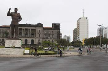 Ciclistas homenageiam Samora Machel