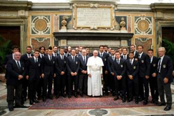 Papa Francisco pede a futebolistas que deem o exemplo à sociedade