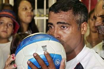 Romário pede a prisão do presidente da CBF