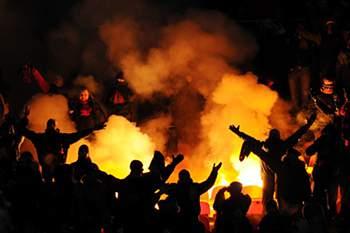 109 adeptos detidos e um polícia ferido no dérbi de Sofia