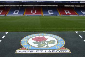 Blackburn vence no regresso de Nuno Gomes