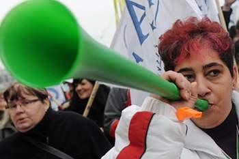 África do Sul quer proibir vuvuzelas nos estádios