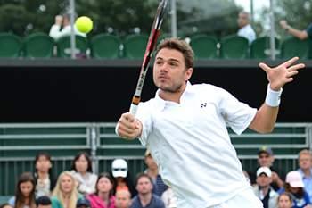 Wawrinka bate Ferrer e aguarda vitória de Nadal para seguir em frente