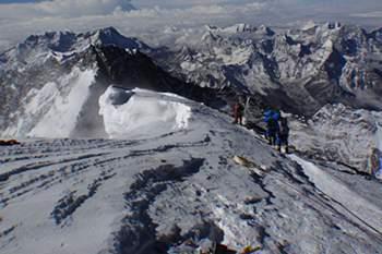 Sobe para 13 o número de mortos no Evereste