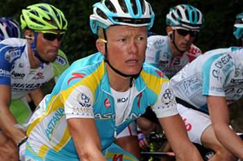 UCI vai chamar a depor os ciclistas Vinokourov e Kolobnev