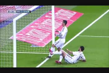 A estranha reação de Ronaldo ao golo de Arbeloa