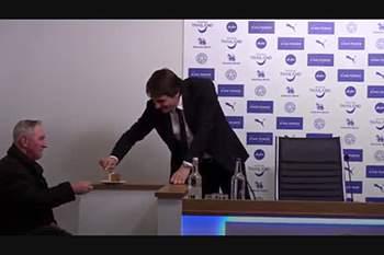 Conte tinha tanta fome que pediu bolo a um jornalista