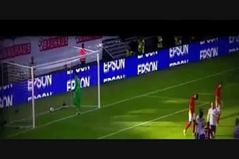 Zlatan só precisou de 4 minutos para marcar um golaço no United