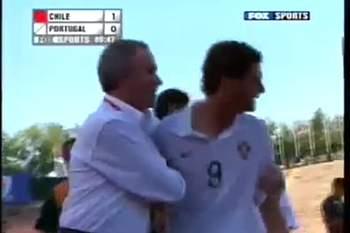 Ainda se lembra quando Zequinha perdeu a cabeça num Portugal-Chile?