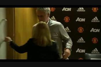Mourinho é capaz de ter batido o recorde de conferência de imprensa mais rápida