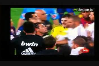 Mourinho agredido ao estalo
