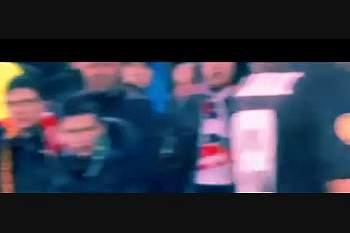 Banana insuflável atirada ao jogador da Roma Gervinho