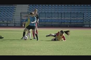 """""""Responde em campo"""". Quem disse que o futebol não é para meninas?"""