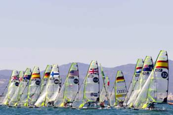 epa04688078 Participants compete in the second 49er class race of the 46th edition of the Princesa Sofia Trophy, also popularly known as the Sofia-Isaf SWC Mallorca Trophy, offshore Palma de Mallorca Bay, Balearics, Spain, 31 March 2015. EPA/MONTSERRAT T DIEZ