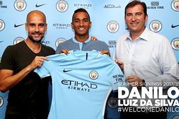 Danilo assina pelo Manchester City