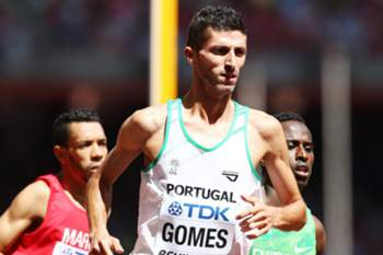 epa04899724 Helio Gomes of Portugal competes in the men's 1500m heats during the Beijing 2015 IAAF World Championships at the National Stadium, also known as Bird's Nest, in Beijing, China, 27 August 2015. EPA/SRDJAN SUKI