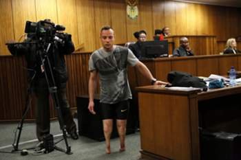 epa05366636 South African Paralympian Oscar Pistorius (C) walks without his prosthetic legs in the courtroom during proceedings on the third day of his sentencing hearing at the High Court in Pretoria, South Africa, 15 June 2016. The Supreme Court of South Africa overturned the High Court's verdict in December 2015, with the South African Paralympian Oscar Pistorius now facing a sentencing for murder of his girlfriend Reeva Steenkamp on 13 February 2013.
