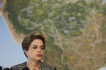 epa05133614 Brazilian President, Dilma Rousseff (L), and Health Minister, Marcelo Castro (R), speak to the media after visiting a Center for Coordination and Control of diseases in Brasilia, Brazil, 29 January 2016. Rousseff said that her country, one of the most affected by the Zika virus, is willing to win the war against the mosquito' Aedes aegypti, the transmitter of Zika virus and also of dengue and chikungunya. WHO officials said there may have been 1.5 million Zika cases in Brazil, where the outbreak started last year, and that the number of cases in the Americas could grow to 4 million within 12 months. EPA/FERNANDO BIZZERA JR.