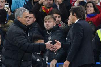 epa05599956 Chelsea manager Antonio Conte and Manchester United manager Jose Mourinho shake hands at the end of the English Premier League game between Chelsea and Manchester United at Stamford Bridge in London, Britain, 23 October 2016. EPA/FACUNDO ARRIZABALAGA EDITORIAL USE ONLY. No use with unauthorized audio, video, data, fixture lists, club/league logos or 'live' services. Online in-match use limited to 75 images, no video emulation. No use in betting, games or single club/league/player publications