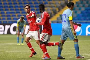 José Gomes celebra um golo pelo Benfica frente ao Astana no Youth League.