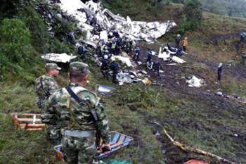 epa05652321 A handout picture provided by the Colombian Air Force shows Rescue teams at the scene of the plane crash in the municipality of La Union, Department of Antioquia, Colombia, 29 November 2016. According to reports, 75 people died when an aircraft crashed late 28 November 2016 with 81 people on board, including players of the Brazilian soccer club Chapecoense. The plane crashed in a mountainous area outside Medellin, Colombia as it was approaching the Jose Maria Cordoba airport. The cause of the incident is as yet uknown. Chapecoense were scheduled to play in the Copa Sudamericana final against Medellin's Atletico Nacional on 30 November 2016. EPA/COLOMBIA AIR FORCE / HANDOUT BEST QUALITY AVAILABLE HANDOUT EDITORIAL USE ONLY