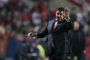 SL Benfica head coach Rui Vitória reacts during the UEFA Champions League Group C soccer match against Atlético de Madrid held at Luz Stadium in Lisbon, Portugal, 08th December 2015. MIGUEL A. LOPES/ LUSA