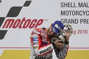 Andrea Dovizioso em Ducati vence Grande Prémio da Malásia