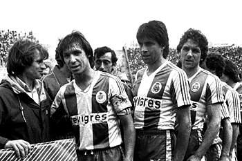 Fernando Gomes, Lima Pereira e Eurico Gomes cumprimentam Carlos Lopes antes de um 'clássico' com o Sporting no Estádio José de Alvalade.