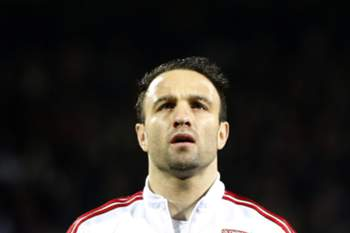 epa05040504 Mathieu Valbuena of Olympique Lyon attends the UEFA Champions League soccer match group H between KAA Gent and Olympique Lyon, at Gerland stadium, Lyon, France, 24 November 2015. EPA/GUILLAUME HORCAJUELO