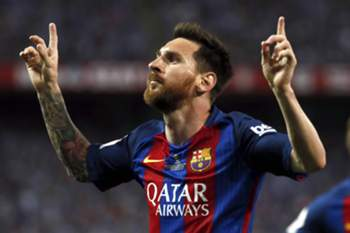 epa05994329 FC Barcelona's Argentinian striker Lionel Messi jubilates the first goal of the team during the King's Cup final match between FC Barcelona and Deportivo Alaves at the Vicente Calderon stadium, in Madrid, Spain, 27 May 2017.